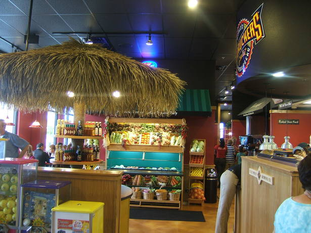Fuddruckers Interior