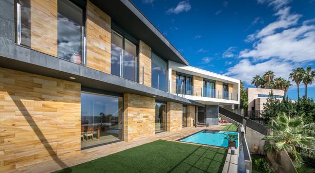 Exterior terrace - E House