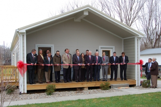Dean Michael Speaks, Congressman Hal Rogers, UK President Eli Capilouto, Appalachian Regional Commission Co-Chair Earl Gohl, U.S. Department of Agriculture State Director Tom Fern and Monticello Mayor Jeffrey Edwards participated in the ribbon cutting.