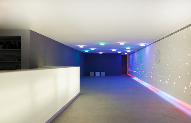Discotheque – bar in a hotel by A2aquitectos