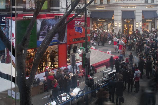 crowd around pavillion
