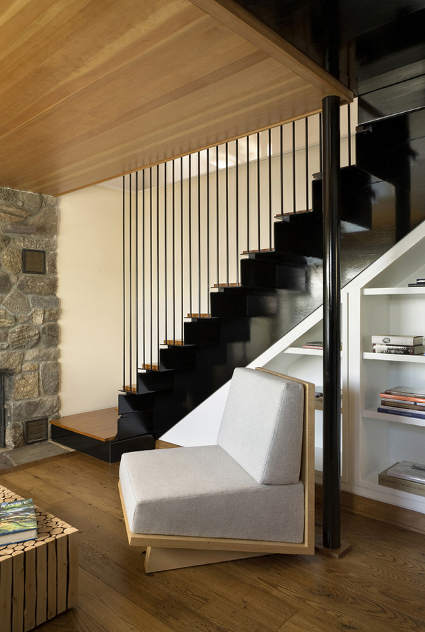CONNECTICUT LAKE COTTAGE – Staircase