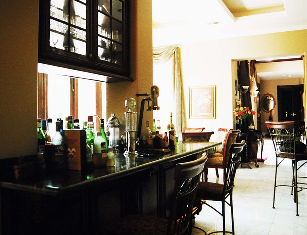 bar/ dining