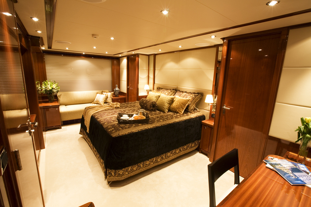 Master Stateroom - Midships