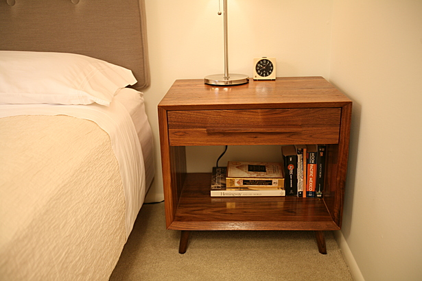 Lini night stand