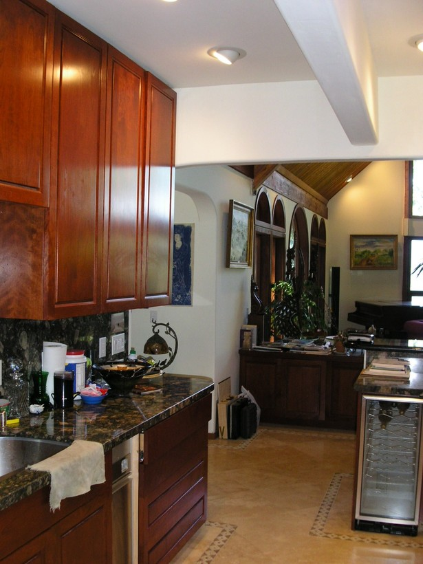 Kitchen (Breakfast nook on left wall)
