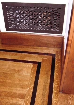 hardwood detail on dining room floor