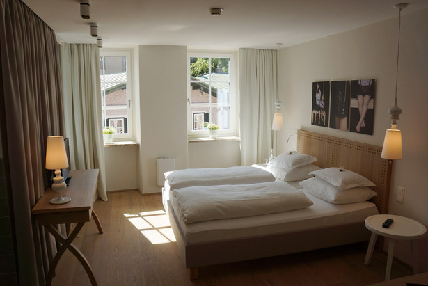 The new guestrooms with great views over the new garden or the castle of Golling.
