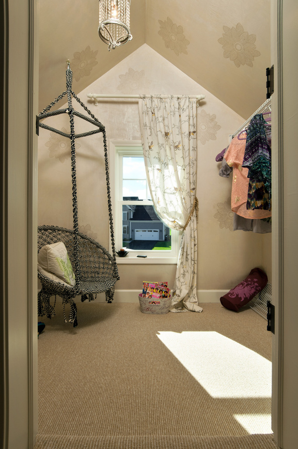 Closet/Reading Nook- Girl's Room