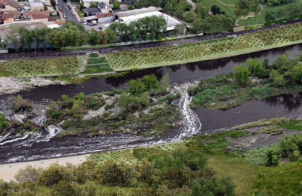 This rendering shows what a revitalized LA River could look like. (Image via kcet.org)