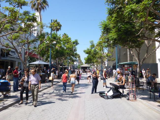 Santa Monica's 3rd St. Promenade. Photo via flickr/Shinya Suzuki.