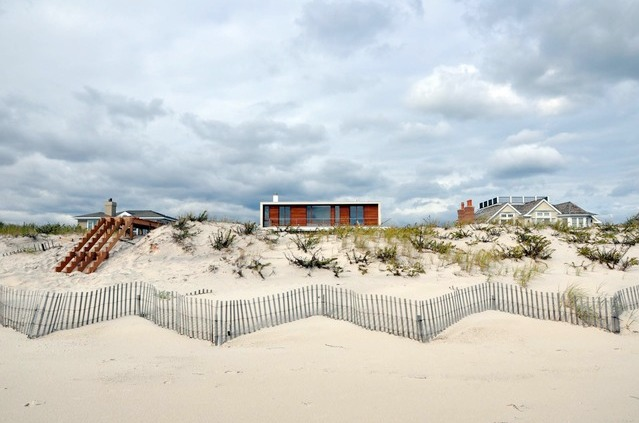 Hamptons Beach House by aamodt / plumb architects.