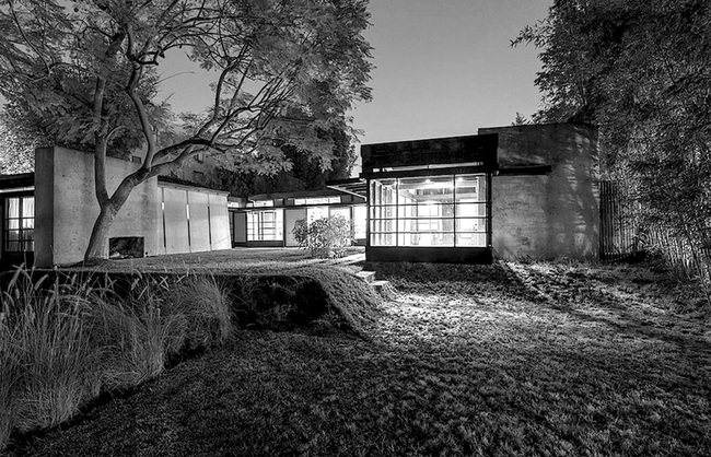 Rudolf Schindler's house on Kings Road in West Hollywood. Image courtesy of Ensemble Studio Theatre/Los Angeles