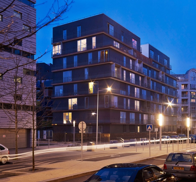 Housing units: