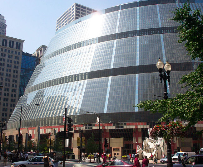 The future isn't looking too bright for the 1985 Helmut Jahn-designed James R. Thompson Center. (Photo via Wikipedia)