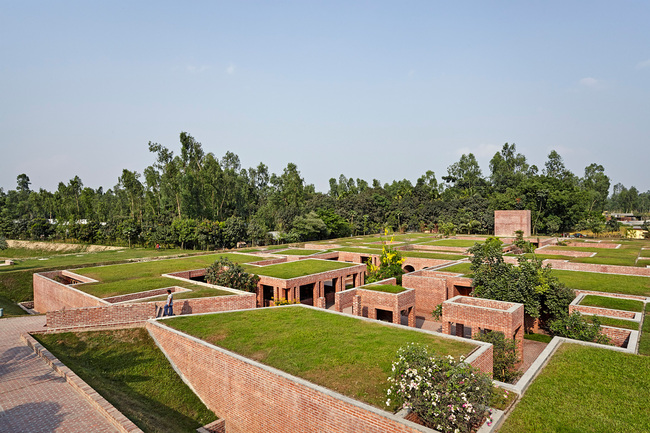 Friendship Centre | Gaibandha, Bangladesh. Architect: Kashef Chowdhury / URBANA. Photo © Aga Khan Trust for Culture / Rajesh Vora