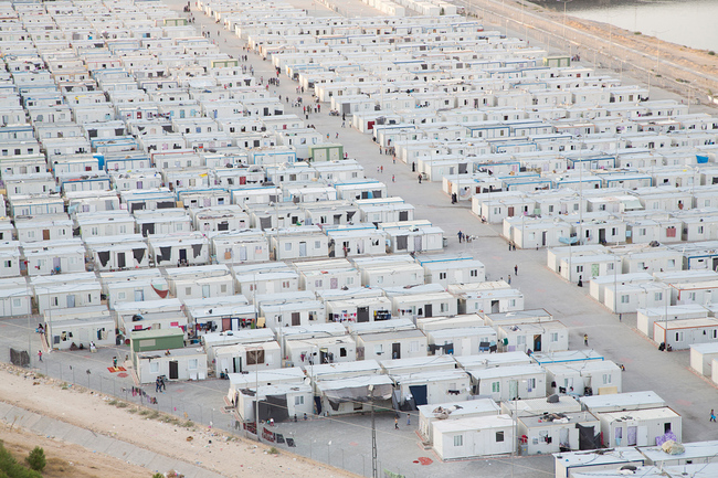 Aerial view of the sprawling Nizip II container camp in Turkey. (Photo: Tobias Hutzler, 2014)
