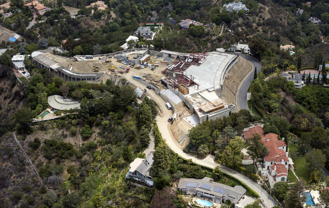 The state of construction of the Nile Niami House in Bel Air, May 2015. (Photo: David Paul Morris/Bloomberg; Image via bloomberg.com)