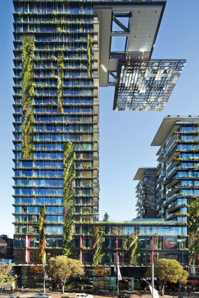 Overall Winner: Ateliers Jean Nouvel and PTW Architects, One Central Park, Sydney, Australia. Photo courtesy of LEAF Awards.