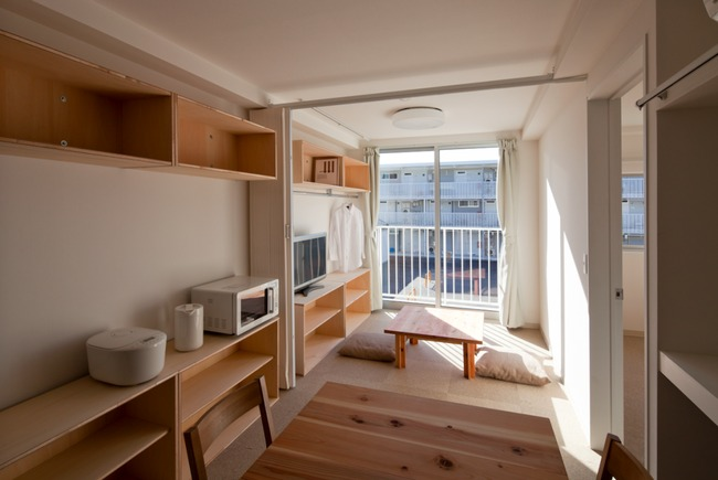 Interior of Ban's 2011 disaster response container housing in Miyagi Prefecture, Japan: shelter with dignity. (Photo: Hiroyuki Hirai / Shigeru Ban Architects; Image via qz.com)