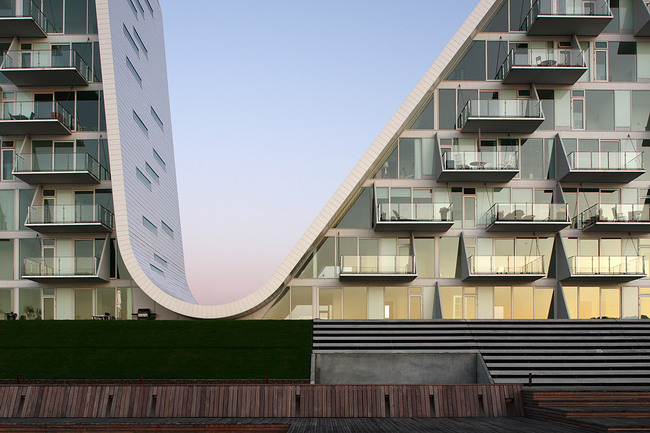 The Wave by Henning Larsen Architects. Photo: Thomas Mølvig