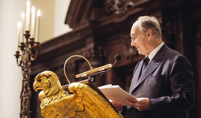 His Highness the Aga Khan delivering the Samuel L. and Elizabeth Jodidi Lecture at Harvard University's Weatherhead Center for International Affairs on November 12, 2015. Photo credit: AKDN / Farhez Rayani.