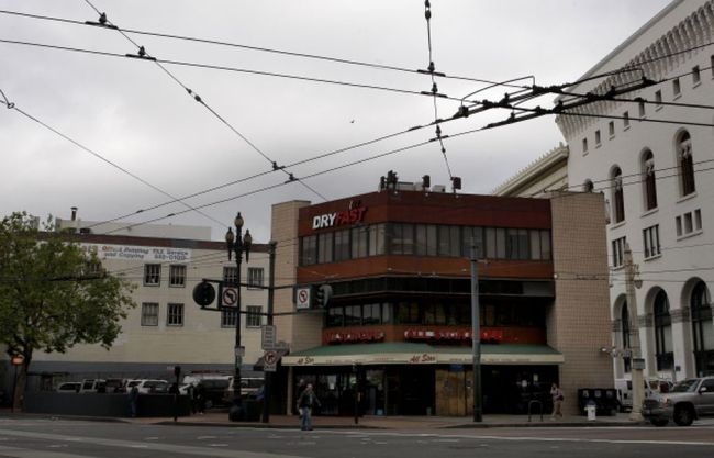 The property near Civic Center soon to be developed with Snøhetta's condo design. Image via sfgate.com.