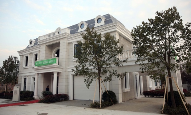 Chinese technology company Winsun Global recently announced to have 3D-printed this villa. (Image via theguardian.com)