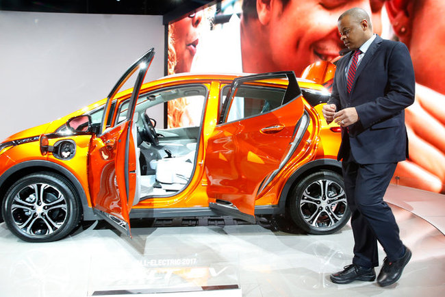 Transportation Secretary Anthony Foxx and a Chevrolet Bolt EV at the North American International Auto Show in Detroit on Thursday, where he announced an initiative on self-driving vehicles. Credit Paul Sancya/Associated Press