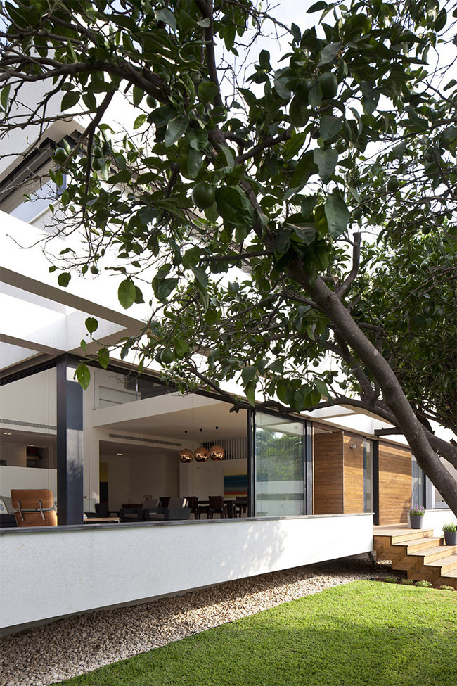 G HOUSE | Contemporary Mediterranean Villa in Ramat HaSharon, Israel by PazGersh Architecture Design (Photo: Amit Giron)