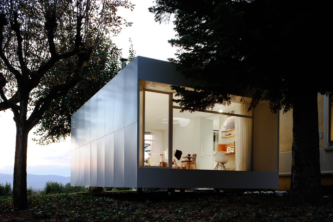 Playtime's house extension, viewed at twilight. All photos by Studio Erick Saillet.