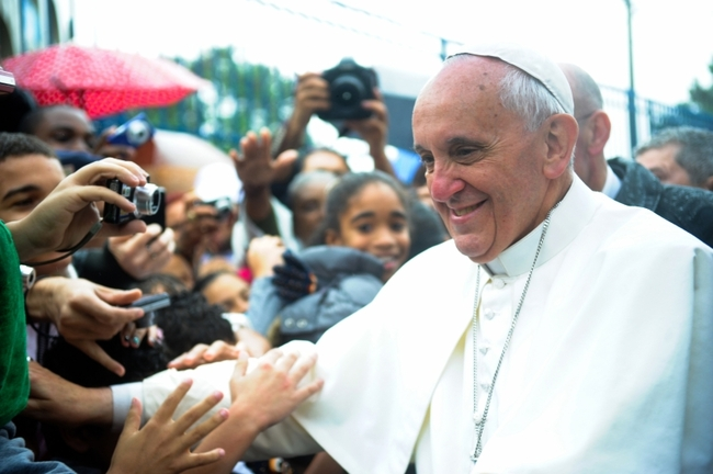 Pope Francis visits a favela in Brazil during the World Youth Day 2013. Photo: Tânia Rêgo/ABr.