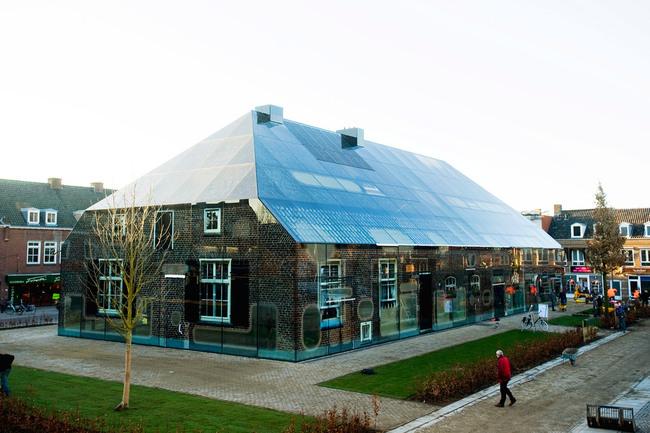 The facade consists of 1008 printed glass panels (Photo: Persbureau van Eijndhoven)