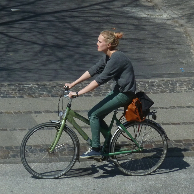 An urban bicyclist (photo courtesy of Comrade Foot).