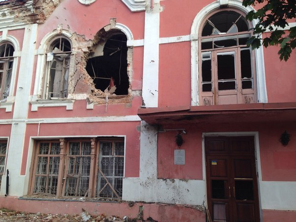 A shell damaged the Museum of History and Culture in Luhansk, housed in a historic 19th-century building. Image via theartnewspaper.com