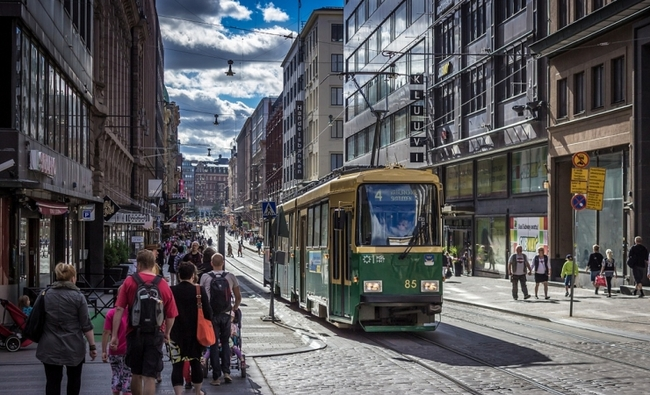 Helsinki street car, with little room for private cars. Image via Tomi Lattu/flickr/cc.