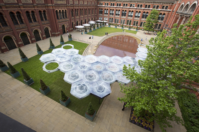 View in the courtyard of the V&A. Rendering courtesy of Victoria and Albert Museum.