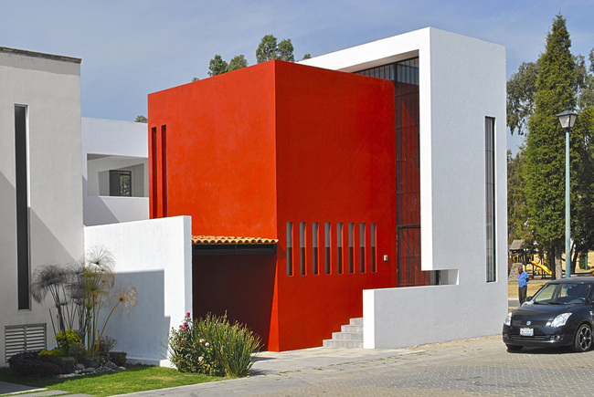 CEREZA House in Puebla, Mexico by NOVHUS