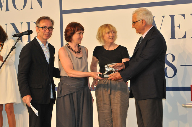 Silver Lion for a Promising Practice (from left): Wiel Arets, President of the Jury of the 13th International Architecture Exhibition; Shelley McNamara, Grafton Architects; Yvonne Farrell, Grafton Architects; Paolo Baratta, President of la Biennale di Venezia (Photo: Giorgio Zucchiatti)
