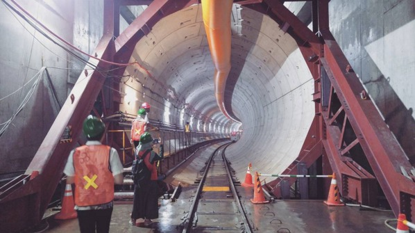 "Construction of the first two lines for the Jakarta Mass Rapid Transit system is finally underway, but the east-west line won't be operational before 2018 (2020 for the north-south line). Urban planning expert Deden Rukmana says the city ""should have begun building this 10 years ago so that it could be expanding the system now."" (Photo: @farrelladm on Instagram; Image via inverse.com)"