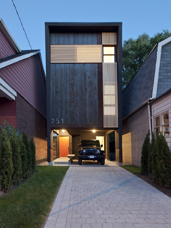 Shaft House in Toronto, Canada by rzlbd; Photo: borXu Design