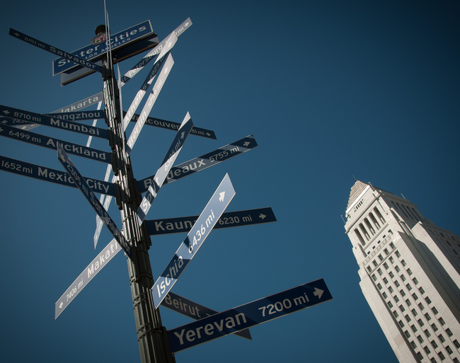 Los Angeles City Hall and sister cities signs. Photo: Cesarexpo/Wikimedia Commons.