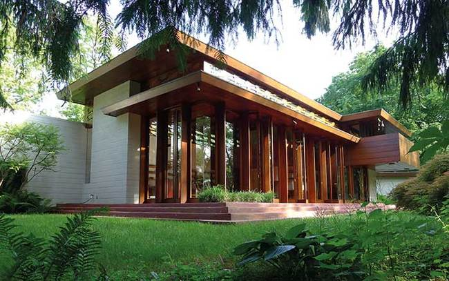 Frank Lloyd Wright's 1950s Bachman Wilson House was moved from its flood-prone location on a riverbank in Millstone, New Jersey, to the Crystal Bridges Museum of American Art in Bentonville, Arkansas (via theartnewspaper.com)