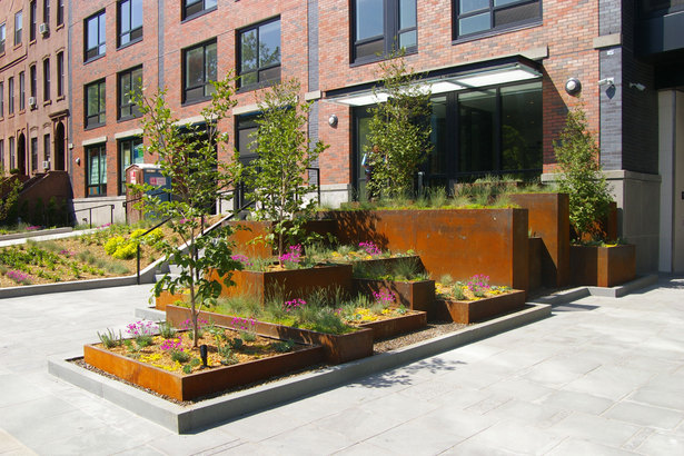 Caroll Street MTA plaza by Future Green Studio