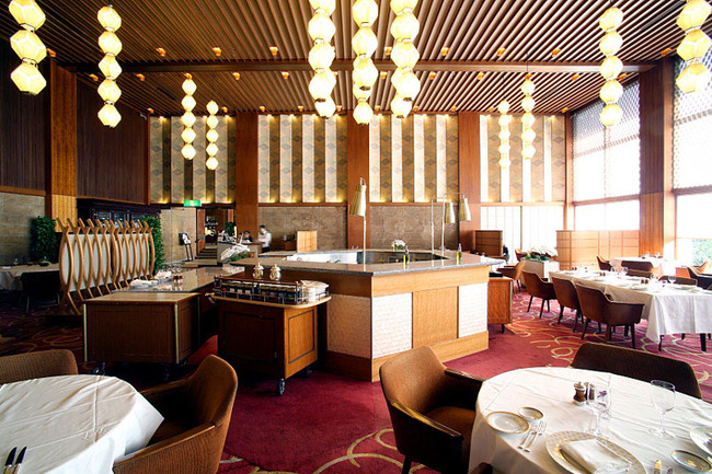 60s-era furniture, fixtures and memorabilia that has served VIP guests, royalty and dignitaries for over 50 years at the famed Hotel Okura Tokyo is now being sold off in an online auction, the hotel says. (Image via ajw.asahi.com)