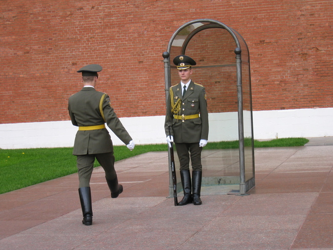 Soldiers guard Moscow's Tomb of the Unknown Soldier (photo by Konstantin Papushin)