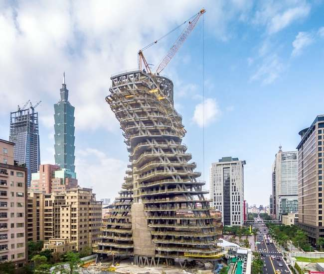 Construction of Agora Garden Tower in Taipei (courtesy of Vincent Callebaut Architectures, via taiwannews.com).