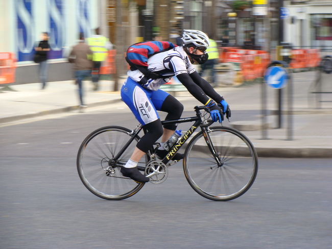 This London cyclist isn't taking any chances with air pollution – or anything else for that matter. Image via wikimedia.org