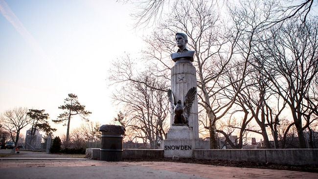 Bronze bust of NSA-whistleblower Edward Snowden in Brooklyn's Fort Greene Park on Monday, April 6, 2015. (Photo: AYMANN ISMAIL/ANIMALNEWYORK; Image via mashable.com)