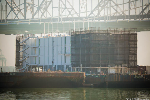The structure that is almost certainly being built by Google, on a barge in San Francisco Bay. (Credit: James Martin/CNET)